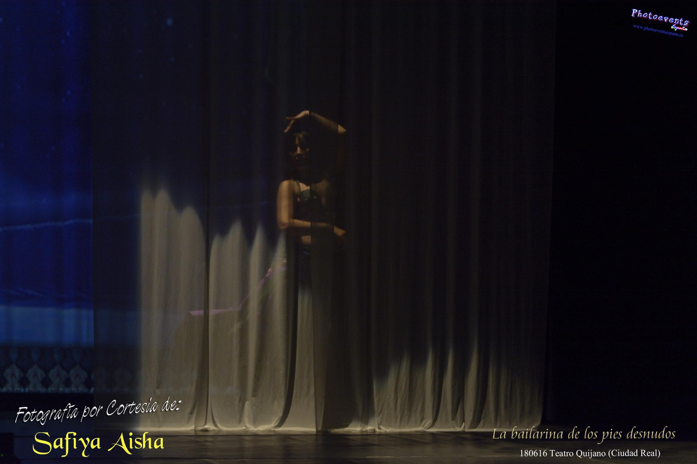 """Fotografía cortesía de Safiya Aisha, realizada durante el espectáculo """"La bailarina de los pies desnudos"""", el pasado día 180616 en el Teatro Quijano de Ciudad Real. © Jesús F. Maestro 2016, fotógrafo acreditado por www.photoeventsespana.es, empresa encargada de la realización del reportaje."""